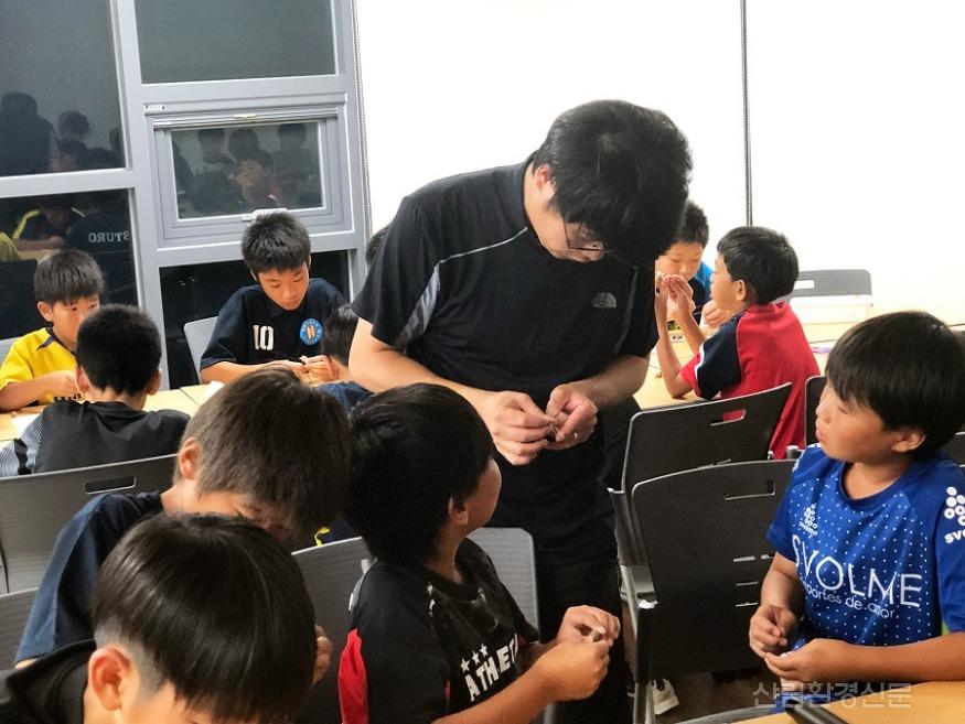 (사진) 동아시아 유소년축구단 프로그램1.jpg