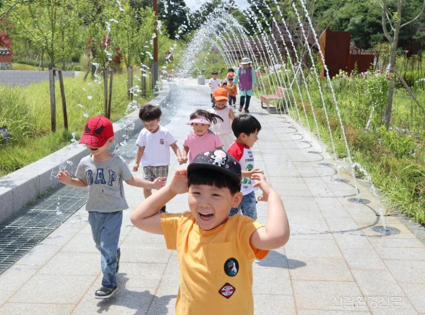 [크기변환](사진) 세종유아숲체원 물놀이.JPG