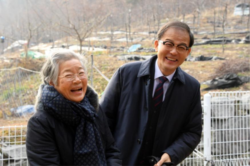 사진4_2020년 산림청 시무식 박종호 산림청장과 임업 인 환한 웃음.JPG